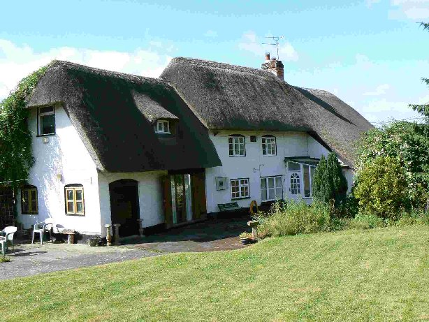 Image of an old thatched cottage.